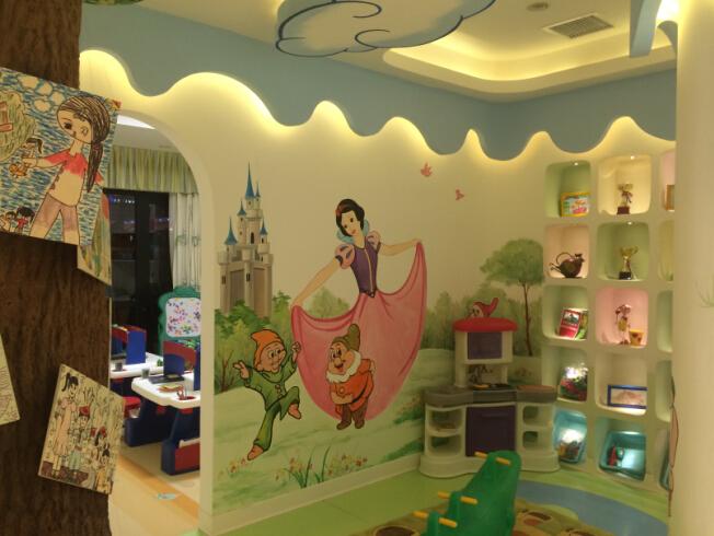 幼儿园手绘墙_万达幼儿园墙体彩绘